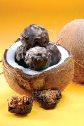 Esferas de chocolate, coco y maní